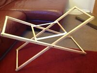 Moses basket stand, folding.