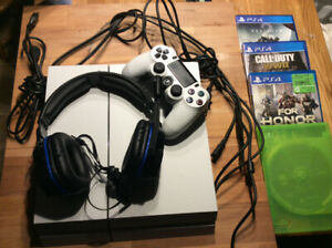 PlayStation 4 Glacier White Combo