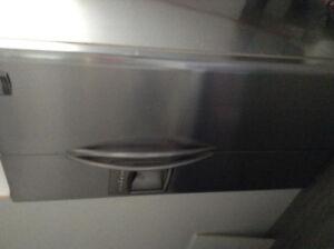 Réfrigérateur Frigidaire professionnel