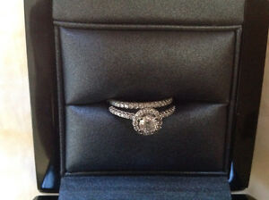 Gorgeous engagement & Wedding Ring Set