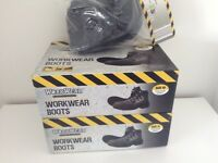 Brand New Heavy Duty Steel Toe Cap Work Boots in Sizes 10 and 11 & Knee Pads