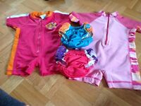 lot 2 maillots de bain & 2 couches de piscine
