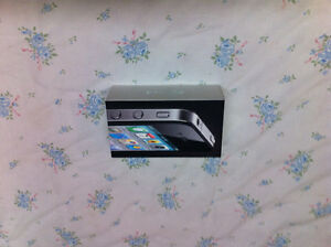 IPHONE 4 BLACK 8GB ROGERS PERFECT CONDITION