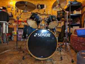 Sonor 2007 like new, with Sabian Xs20. TRADE FOR E-DRUM
