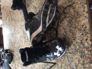 Men's size 8 Under Armour Football Cleats