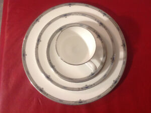 Wedgwood Amherst Platinum 5 Piece Place Setting MADE IN ENGAND