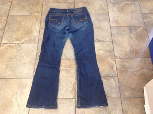 Lot of women's jeans and yoga pants - Lulu, Gap, Silver size 6,8