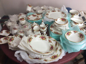 94 piece Old Country Rose Royal Alberta fine china