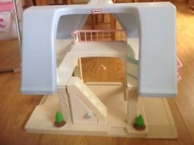 Vintage Little Tikes Dolls House with Furniture.