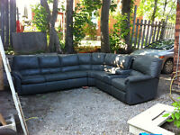 3 pc Sectional  w/2 recliners w/pull out bed