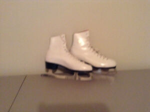 Patin blanc marque Daoust