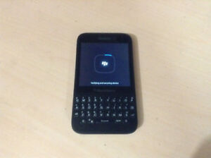 Blackberry Q5 Unlocked 9/10 condition