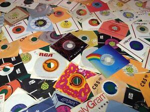 Lot de 400 vinyles 45 trs en très bonne condition
