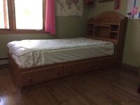 Single bed with mattress in mint condition