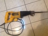 Scie alternative dewalt DW303,6.5A,120vac/50-60hz..