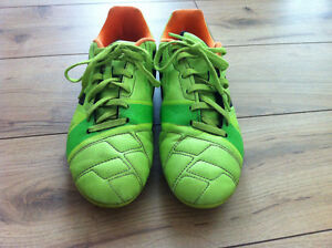 adidas outdoor soccer shoes SIZE 6 Strathcona County Edmonton Area image 2