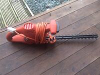 Hedge trimmer black and decker .