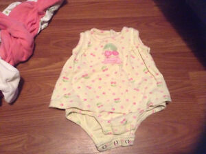0-3 month girl clothes sleepers/ outfits London Ontario image 3