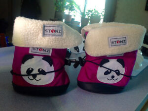 Like NEW. Baby shoes + liners, size M