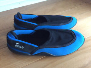 Water shoes childrens size 4