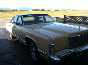 COLLECTOR'S CAR - 1976 LINCOLN CONTINENTAL - ONLY 5000 KMS!