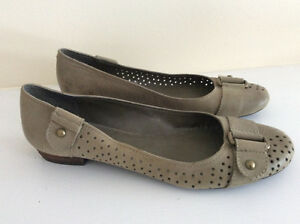 Cute moss green color nine west leather ballet flats - size 10