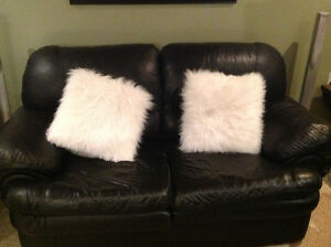 White accent pillows Kitchener / Waterloo Kitchener Area image 1