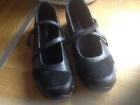 Sketchers Shoes size 5 black