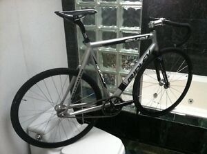 LIKE NEW (SIZE 56cm / LARGE) RIDLEY OVAL TRACK BIKE / FIXED GEAR