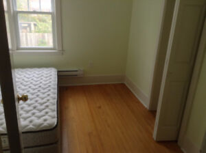 ROOMS TO RENT FOR FEMALES ON QUINPOOL