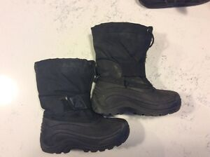 Toddler Kamik size 9 winter boots
