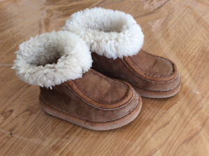 A pair of slippers for kids