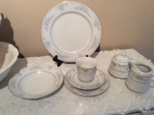 12 place settings of Majesty collection-Romantica China