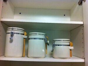 Set of canisters