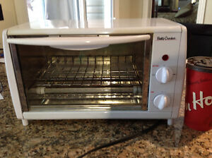 Betty Crocker toaster oven - perfect for student/dorm room