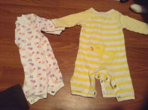 0-3 month girl clothes sleepers/ outfits London Ontario image 2