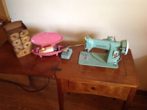 Beautiful Singer Sewing Machine