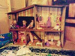 BARBIE DOLL HOUSE WITH DOLLS & ACCESSORIES