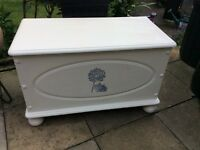 Annie Sloan white ottoman with painted transfer
