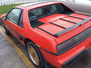 1985 Pontiac Fiero 2M6 Coupe (2 door)