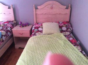 Chambre pour filles en bois très bon état