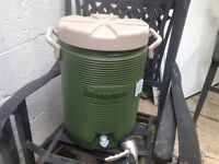 Rubbermaid drinking water cooler - super CLEAN