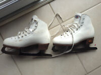 Figure skates- size 31/2 Riedell in white