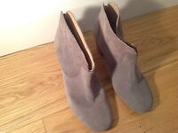Hudson light grey suede leather ankle boots. Size 38/5.
