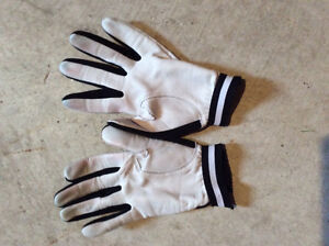 Two pairs of curling gloves