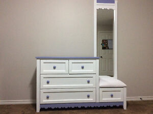 Dresser with 5 separate drawers