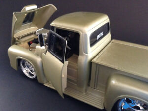 FOR SALE:  1956 FORD  F-100  CUSTOM PICKUP 1:24 scale DIECAST