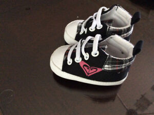 Chaussures Roxy (0-6 mois).