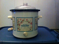SMALLER CROCK POT/SLOW COOKER  BY RIVAL