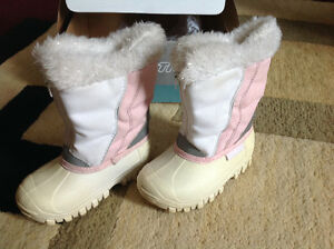Toddler girls' size 8 winter boots